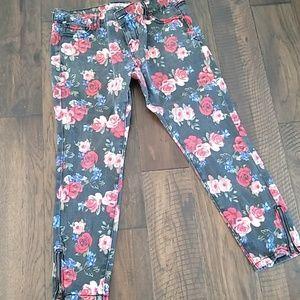 Rose printed stretch jean capri